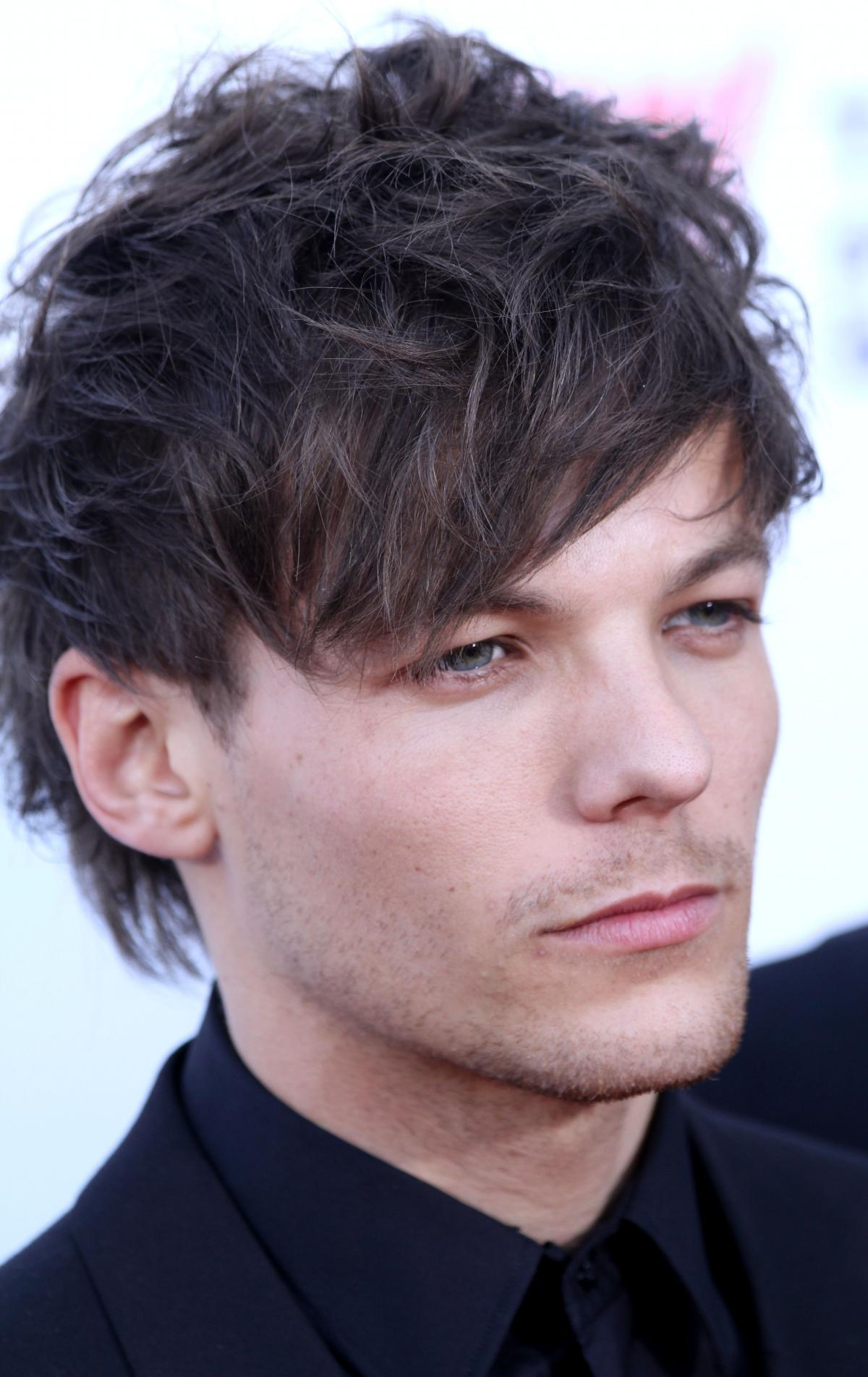 Louis Tomlinson - Celebrity biography, zodiac sign and