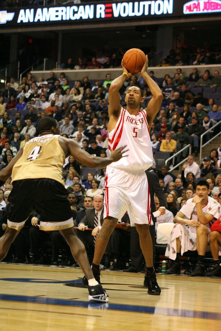 Juwan Howard Celebrity biography zodiac sign and famous quotes