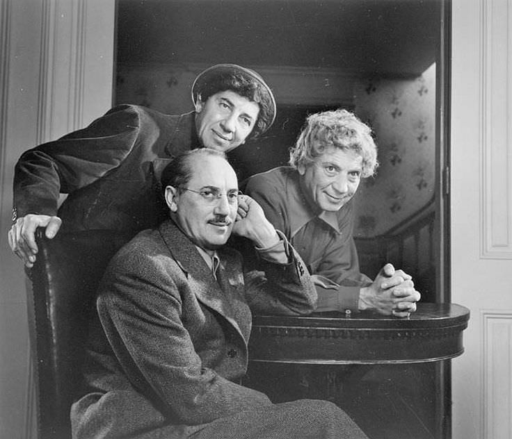 biographies of the famous marx brothers Find out more about the marx brothers, the immensely popular family vaudeville act known for their stage and film performances explore the lives of groucho, gummo, harpo, chico and zeppo, at biographycom.