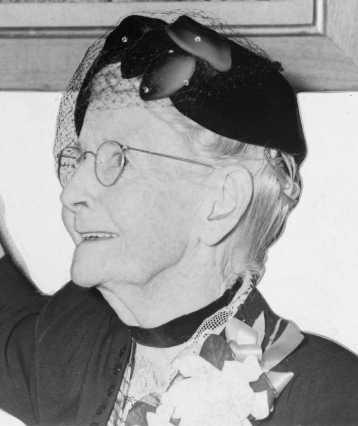 Grandma Moses - Celebrity biography, zodiac sign and famous