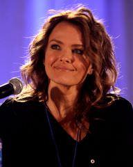 Dina Meyer